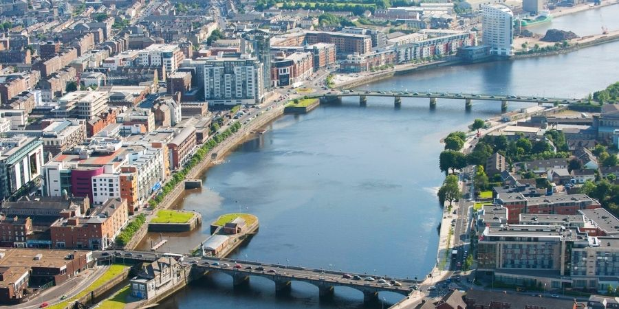 Vista Aérea de la Ciudad de Irlanda llamada LimerickLimerick