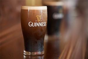 cerveza guinness negra de irlanda