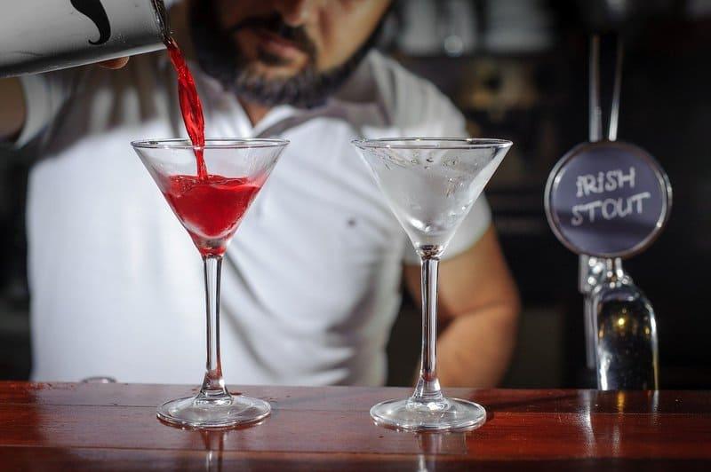 bar en irlanda traajando como bartender