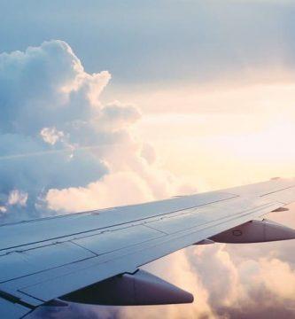 avion volando a dublin irlanda