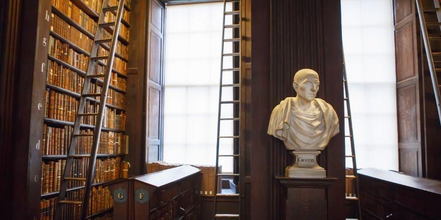 Interior de la Biblioteca que guarda el Libro de Kells