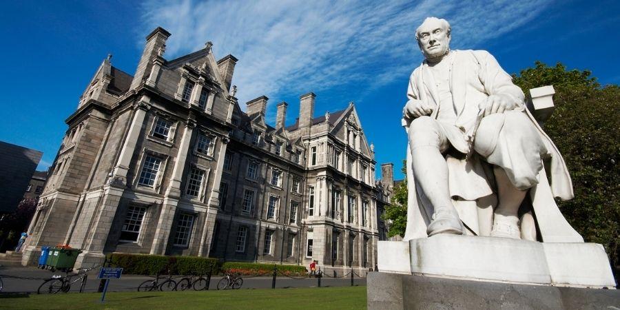 monumentos en trinity college dublin