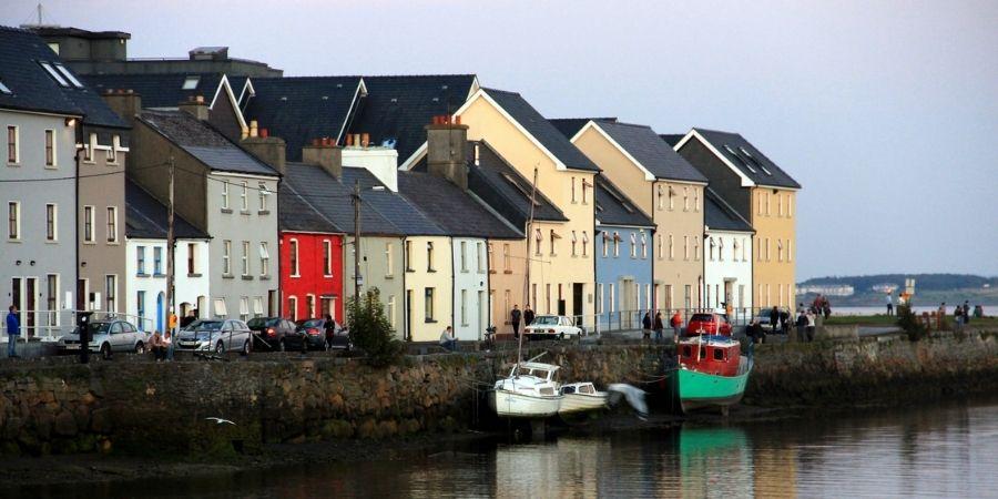 Vista de la ciudad de Galway en Irlanda