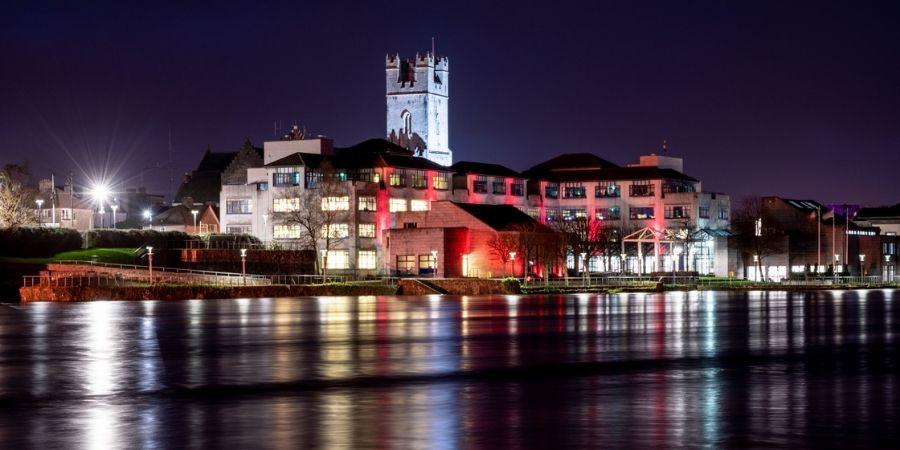Limerick frente al río Shannon