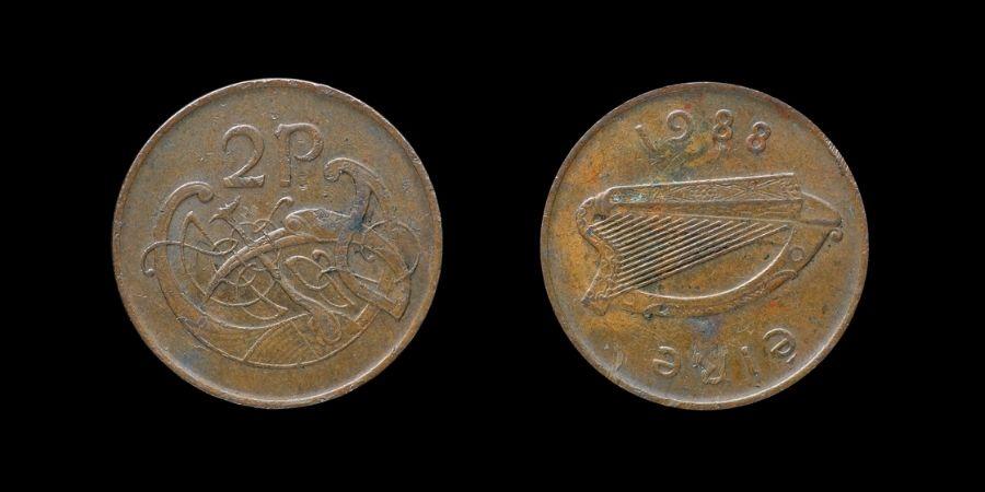 Frente Y reverso de dos peniques de libra irlandesa