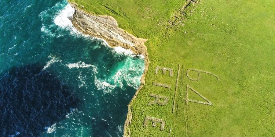 Aviso Hecho en Roca para Evitar Bombardeos Irlanda WW2