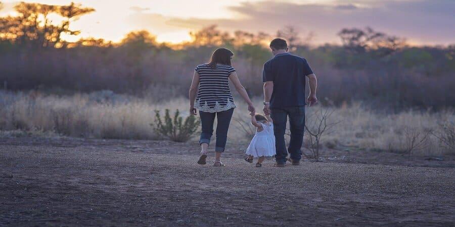 el Anillo Claddagh simboliza la union familiar