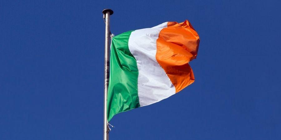 La Bandera del país en un asta Curiosidades Irlanda