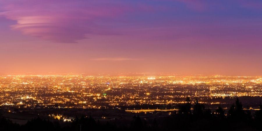 La ciudad de Dublín vista de noche