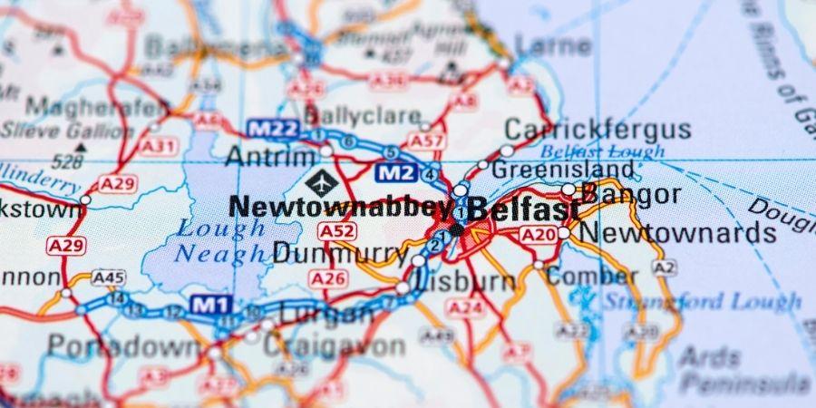 Geografia y vías en Irlanda del norte.