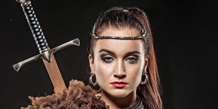 Mujer vikinga parecida a la mujer celta
