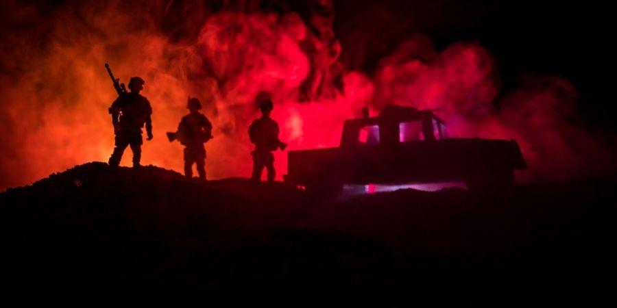 Soldados en la segunda guerra mundial en una Ronda Nocturna en Irlanda