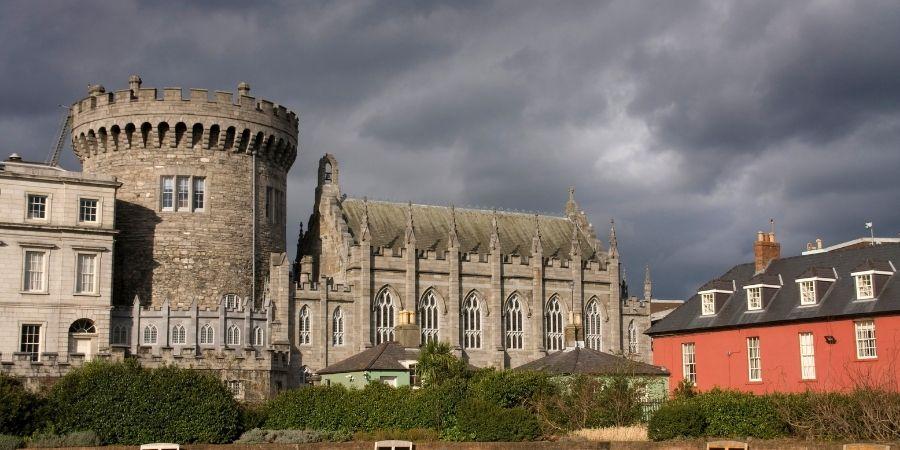 El castillo de Dublín como centro administrativo de Irlanda.