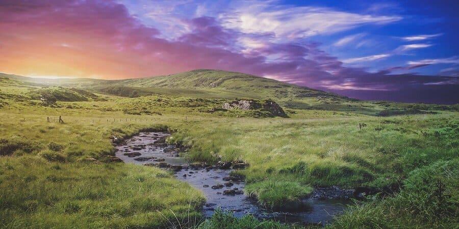 ademas de su rica cultura, irlanda en conocida en el mundo por sus paisajes naturales