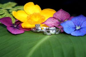 anillo de claddagh