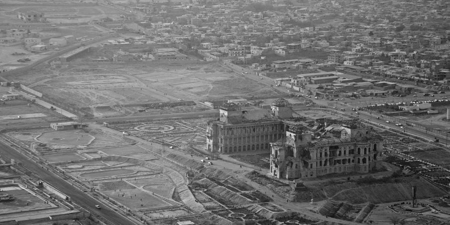 Se derrumban edificios para combatir en la guerra de irlanda.