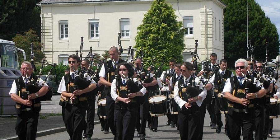 Concierto en las calles de las tierras celtas con gaitas son muy populares.