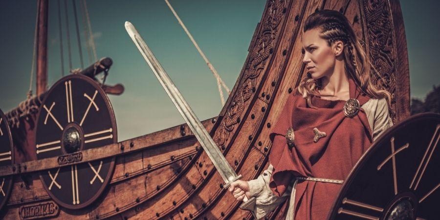 Las mujeres ayudaban a los hombres en sus tareas de batallas.