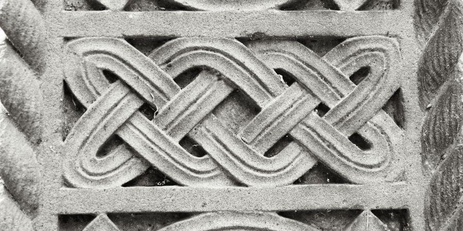 El nudo celta se puede apreciar en esculturas de piedras y joyas hechas con hierro y minerales preciosos.