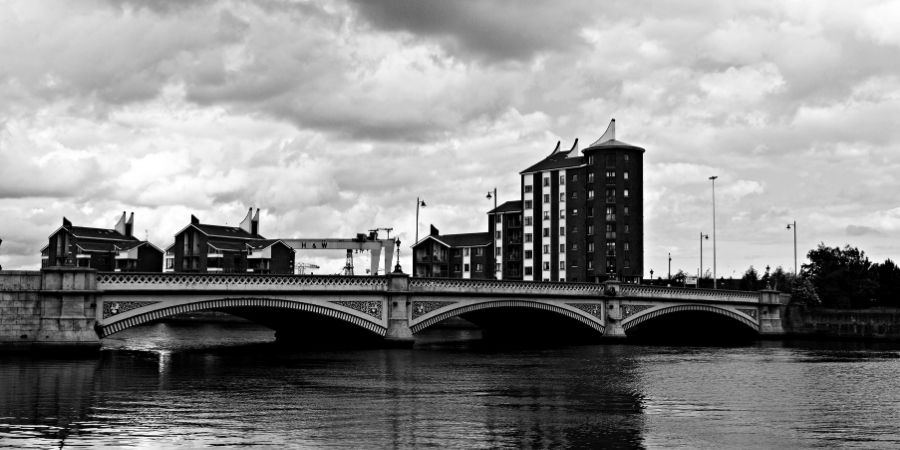 Puente en Belfast luego de la separación.