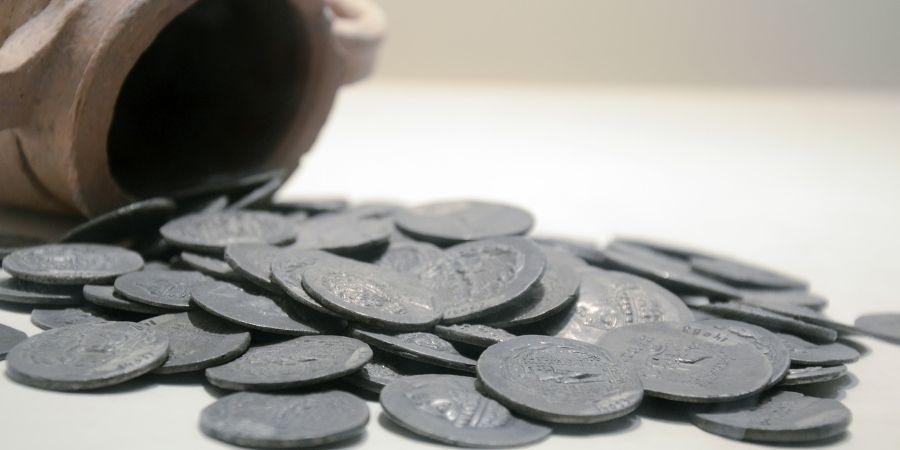 Monedas encontradas en cuevas irlandesas perteneciente a los celtas.